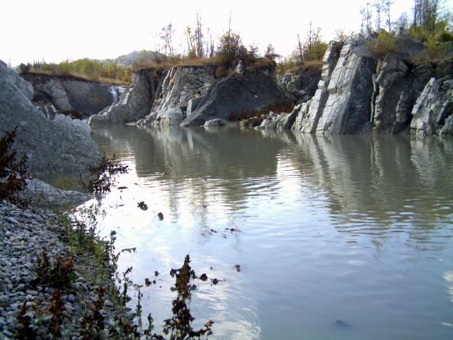 fiume secchia a Castellarano, flysch Monte Cassio in erosione