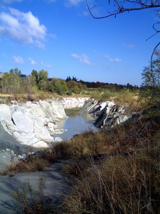 il fiume secchia incide le rocce del basamento a Castellarano