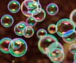 bolle di sapone, evanescenti come la bolla immobiliare italiana