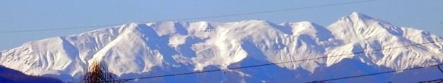 vista del monte cusna e del crinale nell'appennino reggiano, ripresa da castelfranco emilia