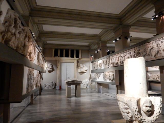 fregi e sarcofagi, museo archeologico, Topkapi