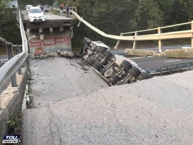 Foto del cavalcavia crollato a Lecco, ottobre 2016, strada statale 36 del lago di Como e dello Spluga, Provinciale 49
